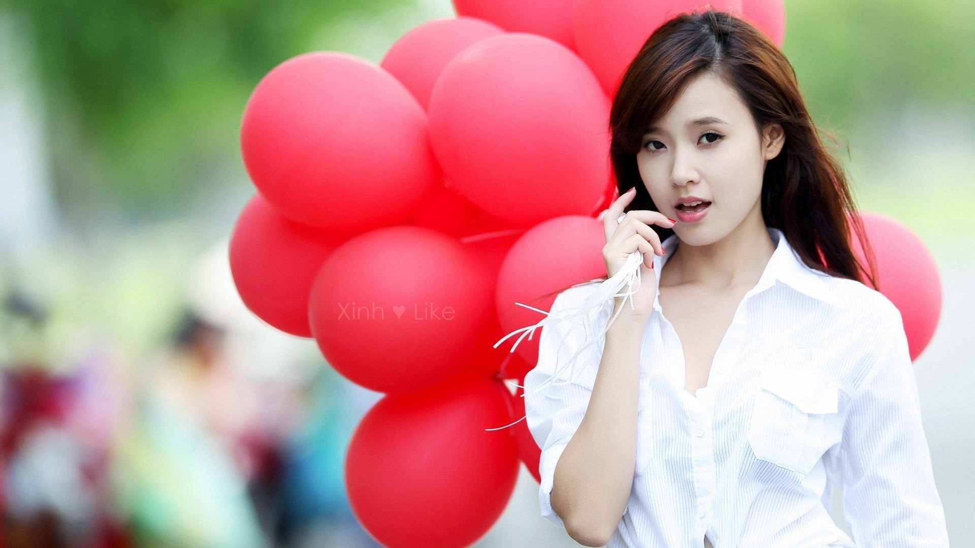 Beautiful girl with balloons wallpaper for Teenage girl wallpapers