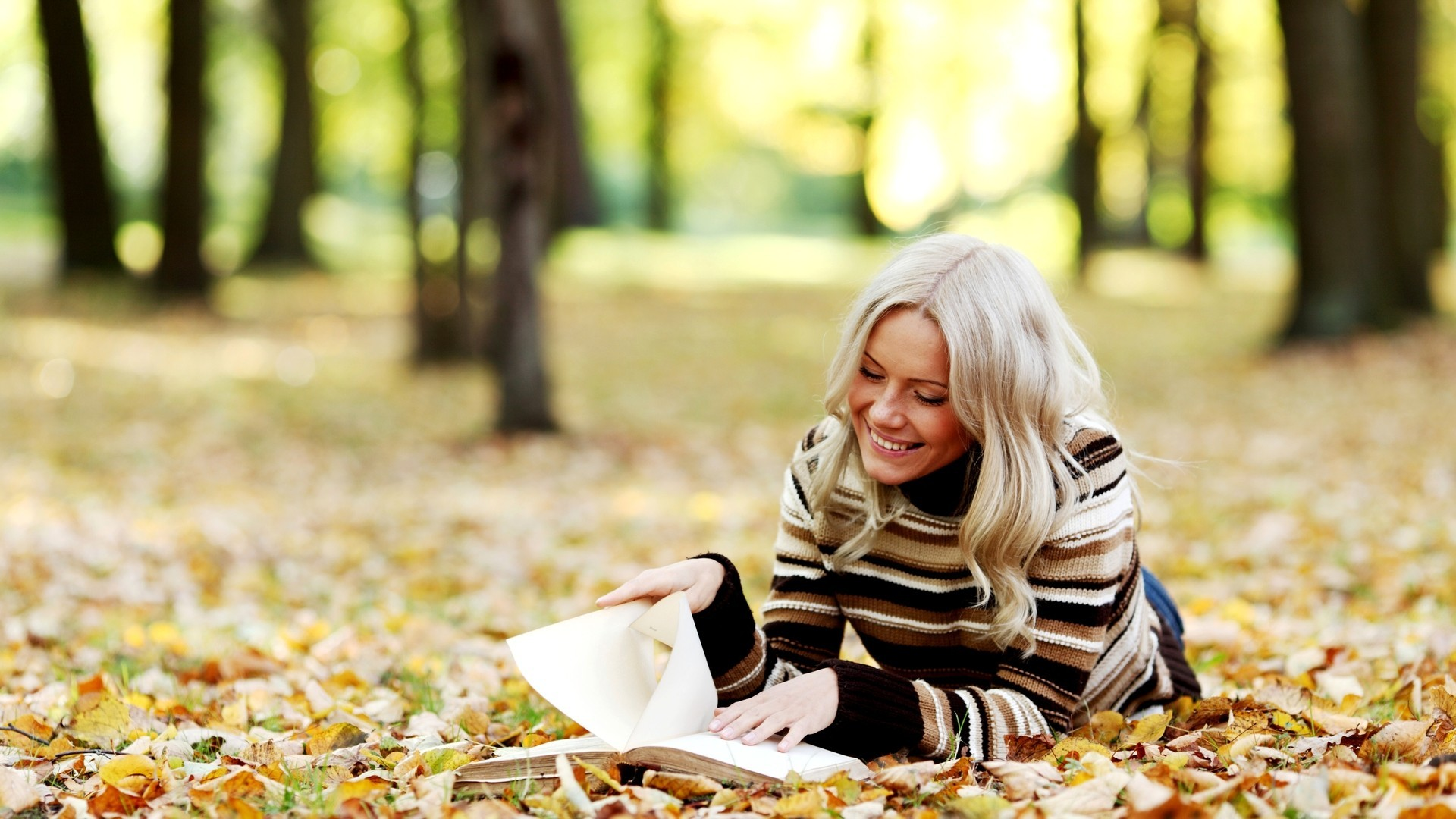 Love Girl Reading Wallpaper : Trees leaves reading smiling sweater parks autumn wallpaper AllWallpaper.in #188 Pc en