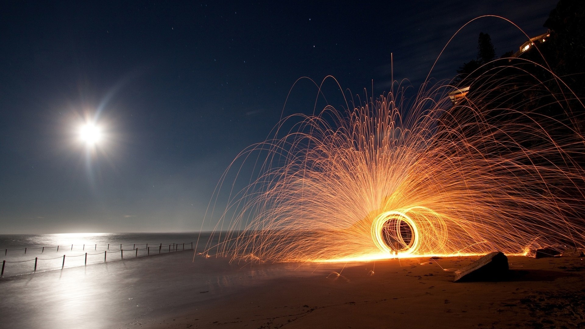 circular sparkler on a beach at night wallpaper | allwallpaper.in