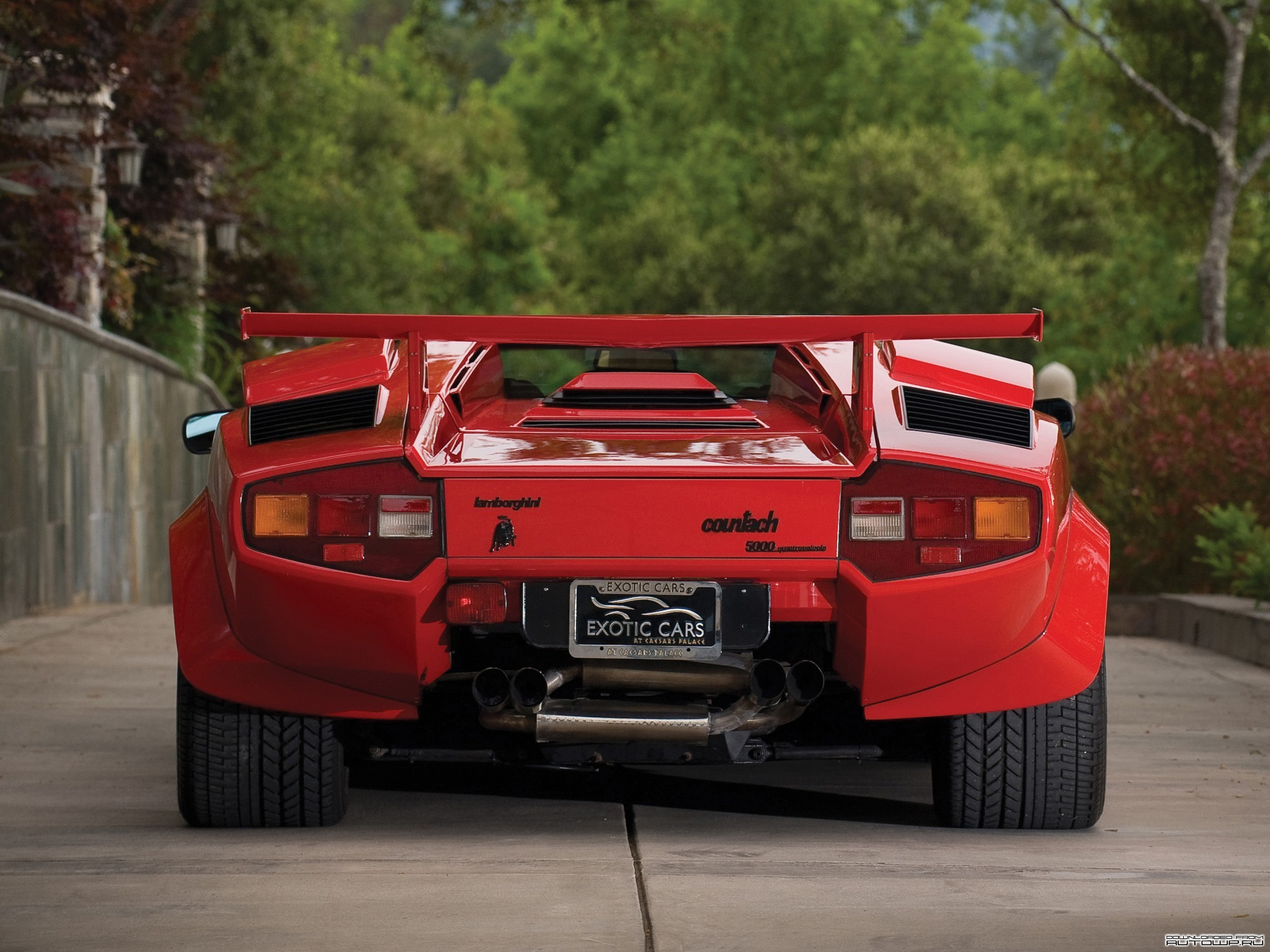 https://cdn.allwallpaper.in/wallpapers/2048x1536/12771/lamborghini-countach-quattrovalvole-auto-2048x1536-wallpaper.jpg