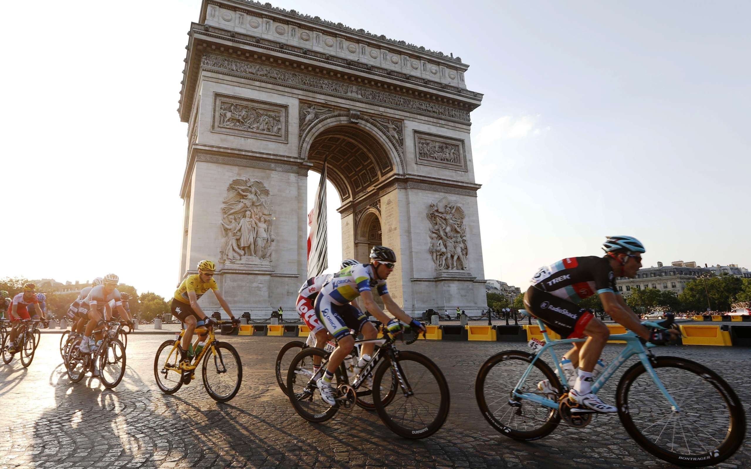 Trophée V. Delaby - Page 5 Triomphe-christopher-froome-paris-tour-france-cycling-2560x1600-wallpaper