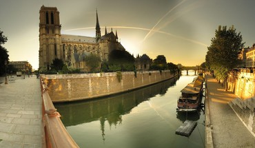 Notre dame cathedral by the seine river HD wallpaper