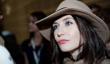 Eyes actresses hats faces carice van houten HD wallpaper