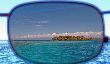 Glasses sea HD wallpaper