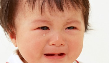 Cute baby crying HD wallpaper