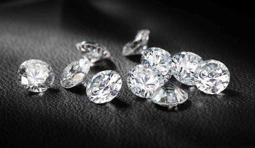Brilliant diamonds jewelry macro monochrome HD wallpaper