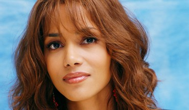 Belle Halle Berry  HD wallpaper