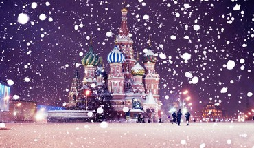 Snowing over st basils cathedral HD wallpaper