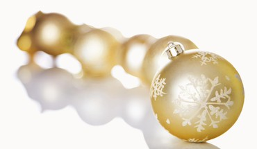 Golden ornaments HD wallpaper