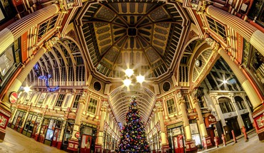 London street at christmas in fish eye HD wallpaper