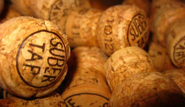 Corks wine HD wallpaper