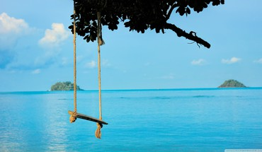 Relaxing sea swing HD wallpaper
