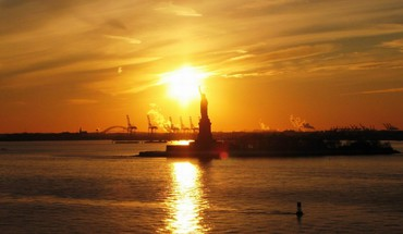 Statue of liberty in sunset HD wallpaper