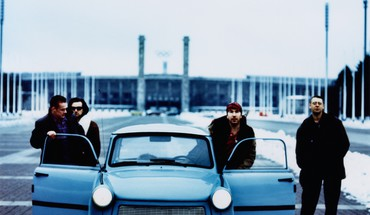Achtung Baby Адам Клейтон Берлин Боно Ларри Маллен  HD wallpaper