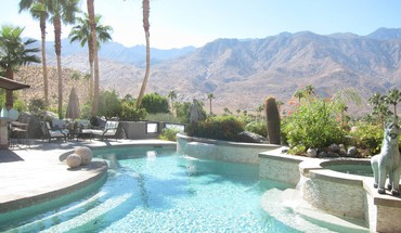 Garden in palm springs desert mountains california HD wallpaper