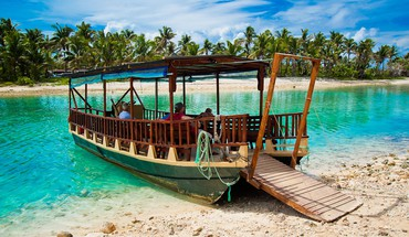 Boat on blue lagoon HD wallpaper