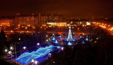 Christmas lights in ukraine HD wallpaper