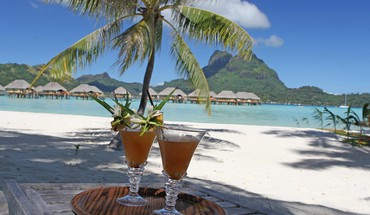Cocktails for two on bora beach HD wallpaper