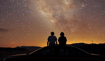 Cars couple night sky HD wallpaper
