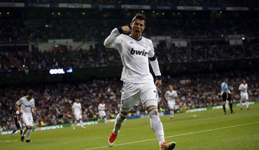Real madrid cristiano ronaldo athletes soccer stars HD wallpaper