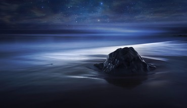 Blue velvet nocturnal night sky sea beach HD wallpaper
