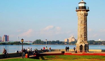 Roosevelt island lighthouse in nyc HD wallpaper