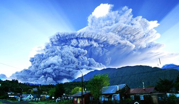 Smoke destruction town eruption patagonia skies chaiten HD wallpaper