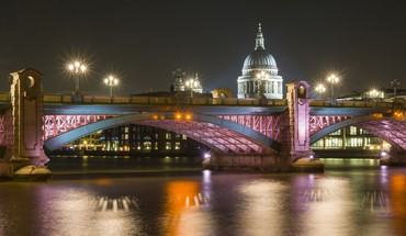 Wonderful pink bridge at night HD wallpaper