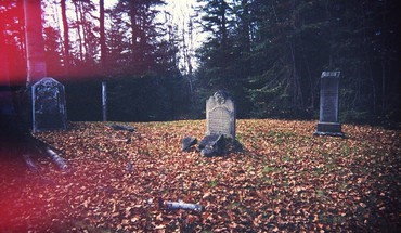 Autumn leaves graves cemetery fallen headstone HD wallpaper