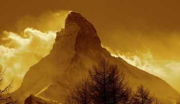The matterhorn in gold HD wallpaper