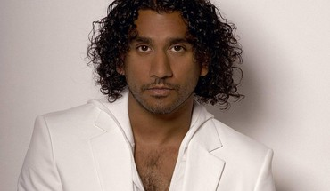 Acteurs peau foncée Naveen Andrews fond simple  HD wallpaper