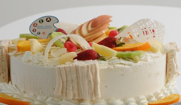 Cake in white and fruit HD wallpaper