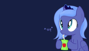 Is magic princess luna juice box ponies HD wallpaper