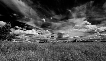 Black and white skies HD wallpaper