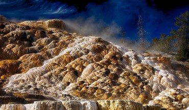 Mammoth hot springs in yellowstone HD wallpaper