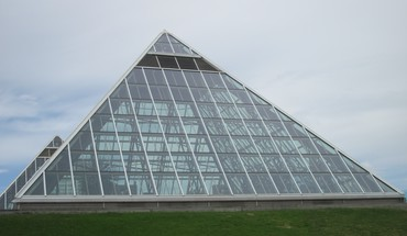 A glass pyramids as botanical garden HD wallpaper