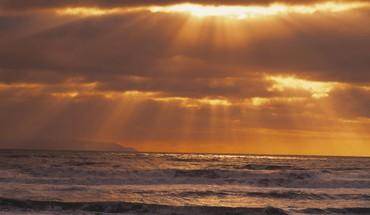 Golden sun rays over the pacific HD wallpaper