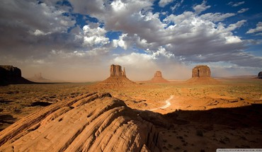 Sandstorm in monument valley utah HD wallpaper