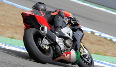 Aprilia rsv4 factory aprc 2010 HD wallpaper
