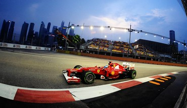 Un fernando alonso F2012 course nocturne gp  HD wallpaper