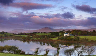 Lake on a farm in ireland HD wallpaper