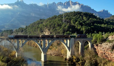 Train on bridge HD wallpaper