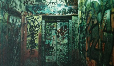 portes de grains de graffitis de la chambre  HD wallpaper
