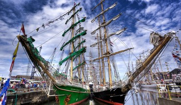 Mighty sail ships docked hdr HD wallpaper