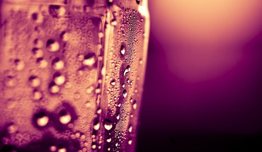 Water drops macro condensation waterbottle HD wallpaper