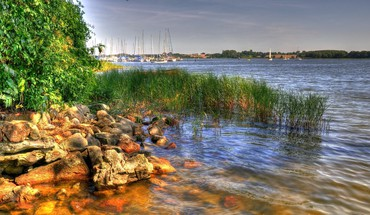 Rocky bay shore harbor hdr HD wallpaper
