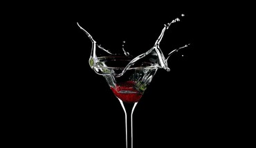 Alcohol black background drinks martini splashes HD wallpaper