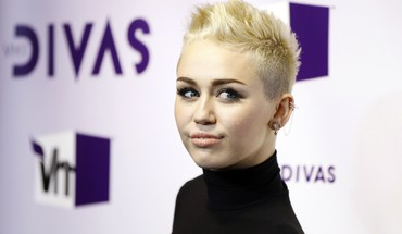 Miley cyrus actress short hair singers HD wallpaper