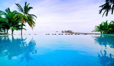 Maldivian swimming pool HD wallpaper