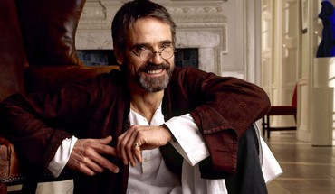 Sitting actors jeremy irons men with glasses HD wallpaper